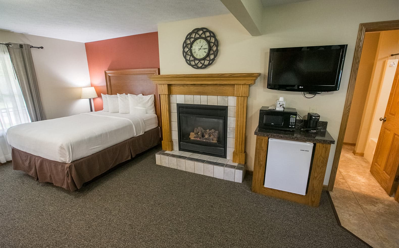 Queen Bed, Fireplace, Mini Fridge and microwave, TV